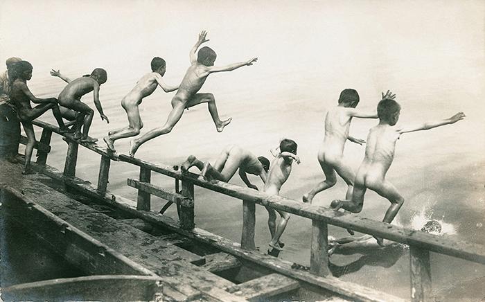 Photographe amateur. Vers 1930. Tirage argentique d'époque. 8,8 x 13,7 cm