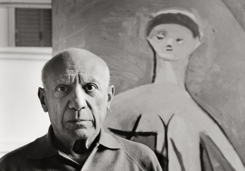 """UNSPECIFIED - JANUARY 01: Pablo Picasso in his mansion """"La Californie"""" in Cannes. Photography. Frankreich. 1957. (Photo by Imagno/Getty Images) [Pablo Picasso in seiner Villa """"La Californie"""" in Cannes. Photographie. 1957.]"""